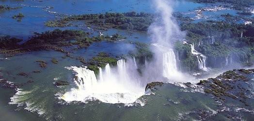 イグアス公園内のホテルに宿泊して世界遺産の滝を満喫!
