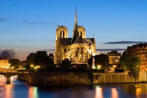 パリのノートルダム寺院で850周年記念式典