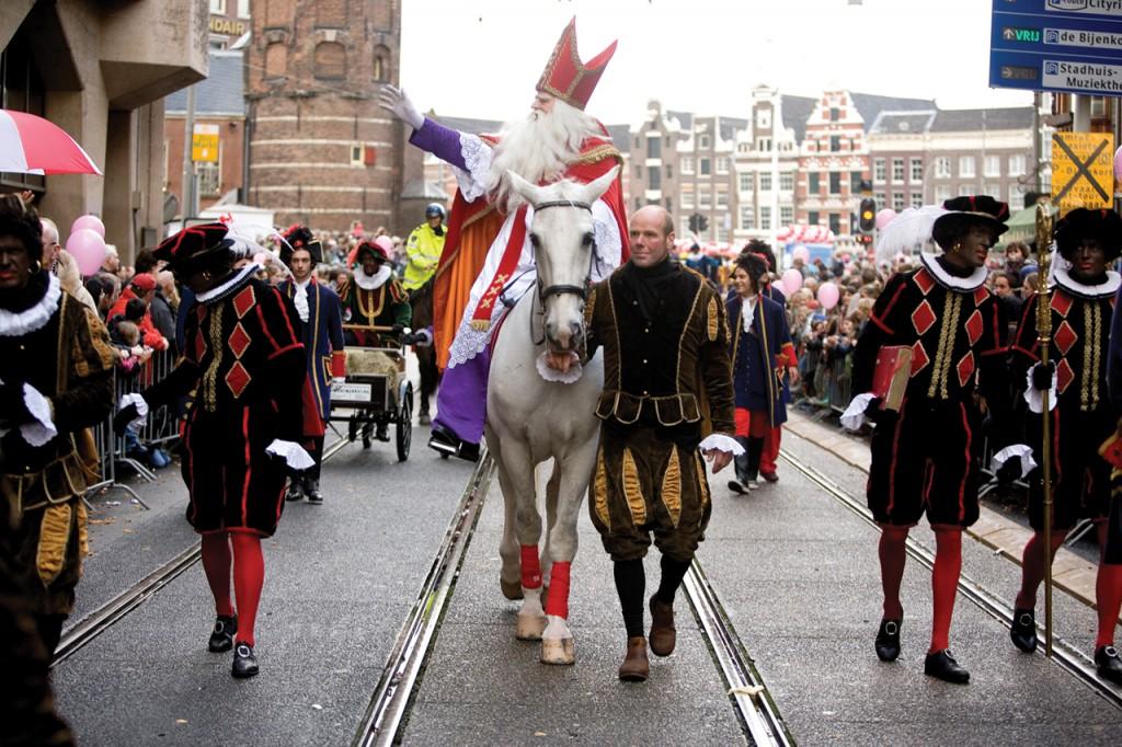 11月17日、アムステルダムに聖ニコラスが到着