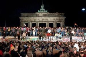 誰もがその目を疑った「ベルリンの壁崩壊」
