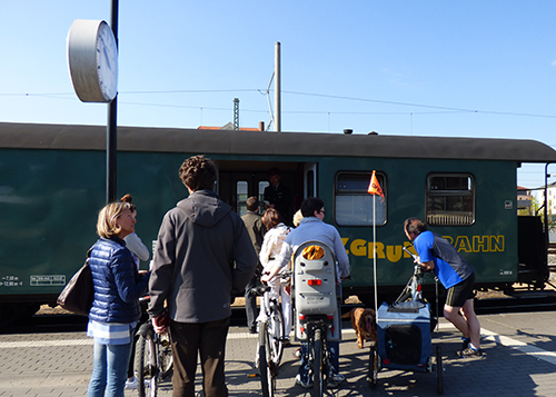 レースニッツグルント鉄道の乗車券は車掌さんから直接購入
