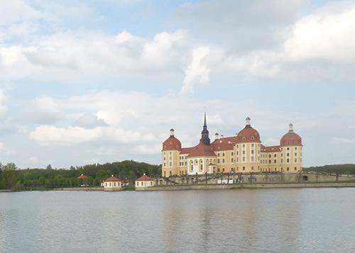 水に浮かぶモーリッツブルク城