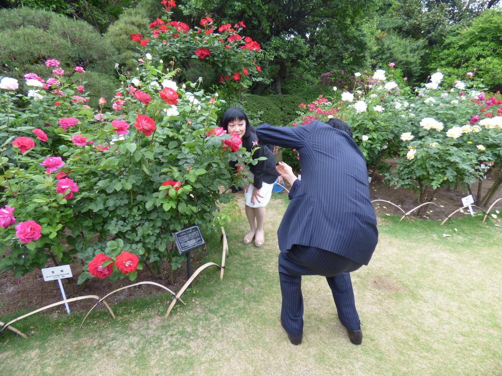 夫人を撮影する鳩山由紀夫元首相