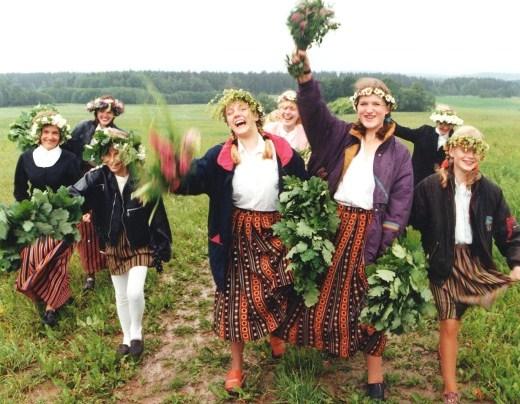 ラトビアの夏至祭 (動画あり)