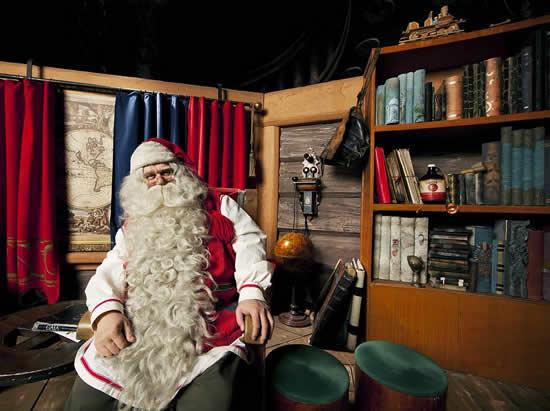 「サンタクロースはいつも通り皆様をお迎えしています」