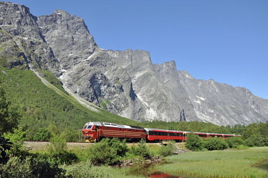 The-Rauma-Railway-passing-the-Trollveggen-wall