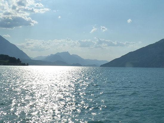 トゥーン湖