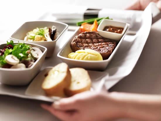 名古屋就航50周年を記念した特別機内食を、3月にCX533便にて提供