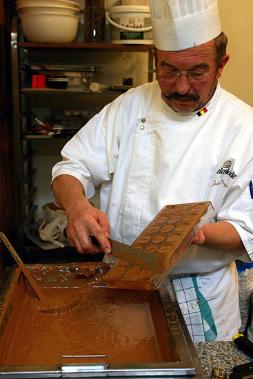 スイーツ王国ベルギーでチョコレート作りを体験する