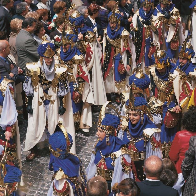 アルコイ最大の時代祭り「モーロ人とキリスト教徒の祭り」