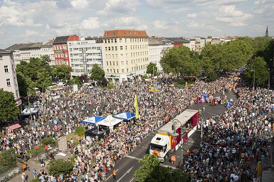 ベルリンで底抜けに楽しいストリートフェスティバルを楽しむ!