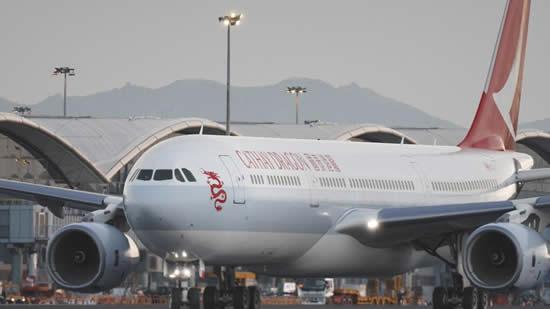 新デザインの塗装を施したキャセイドラゴン航空機が初飛行