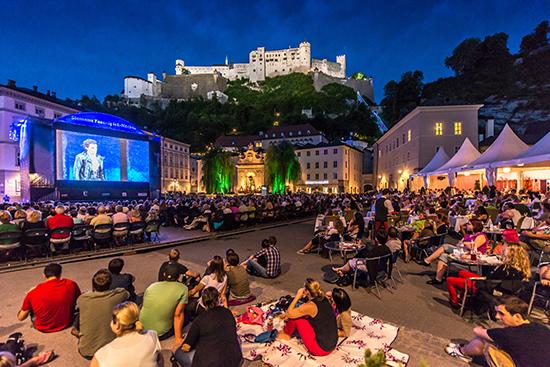夏はザルツブルクで野外音楽祭を楽しむ