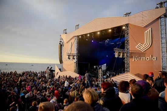 ラトビアのリゾート地ユルマラで、リゾートフェスティバル開催