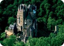 これぞ絶景!エルツの森に佇む中世騎士の城