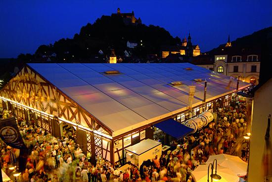隠れたビールの首都クルムバッハで、ビアフェストが開催中!