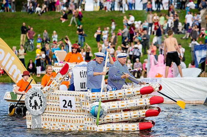イェルガワで「ミルク・パン・蜂蜜のフェスティバル」開催