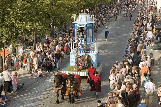 チャンスは5年に1度だけ!ブルージュのお祭り「ゴールデンツリー」
