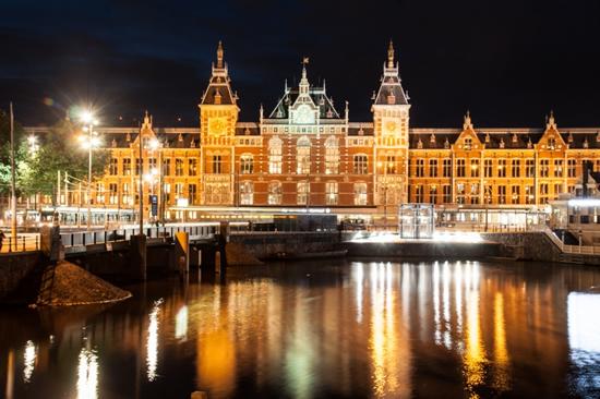アムステルダム中央駅、タリス乗車ホームのゲートが深夜クローズ