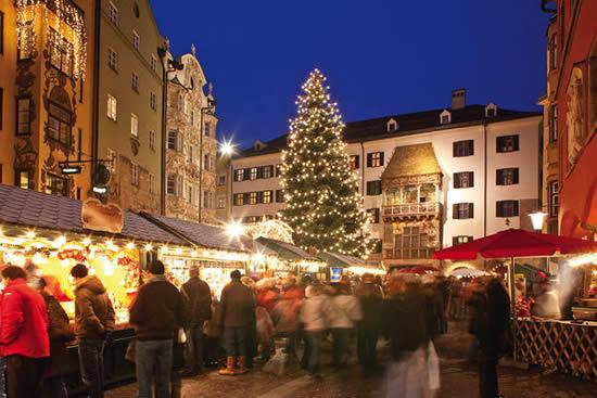 インスブルックで、ロマンチックなクリスマスマーケットを楽しむ