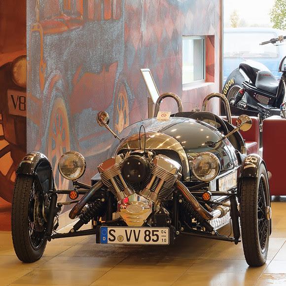 ドイツの車をテーマにしたホテル「V8 HOTEL」