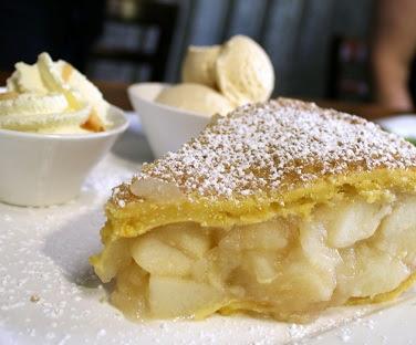 ファーム&ファクトリー「サットンズ」で名物のアップルパイを味わう
