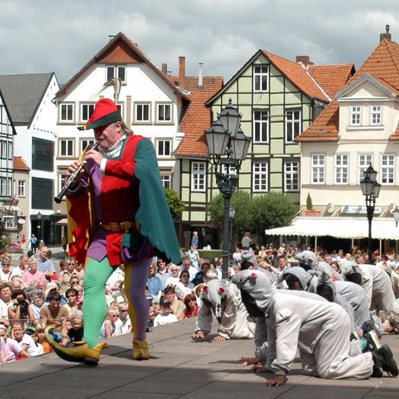 ハーメルンの旧市街で「ネズミ捕り笛吹男」の伝説劇を観る