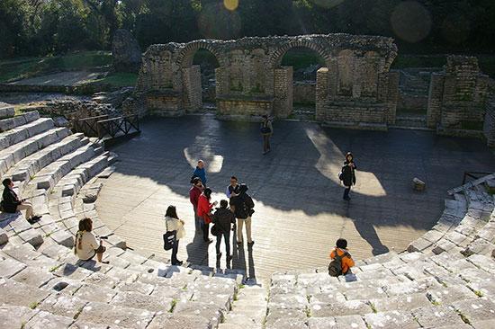 ブトリントの円形劇場遺跡