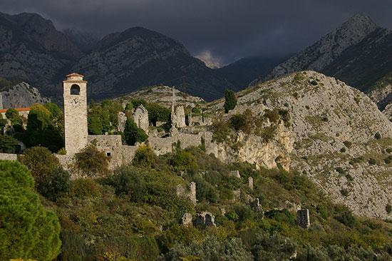ジロカストラの城壁跡