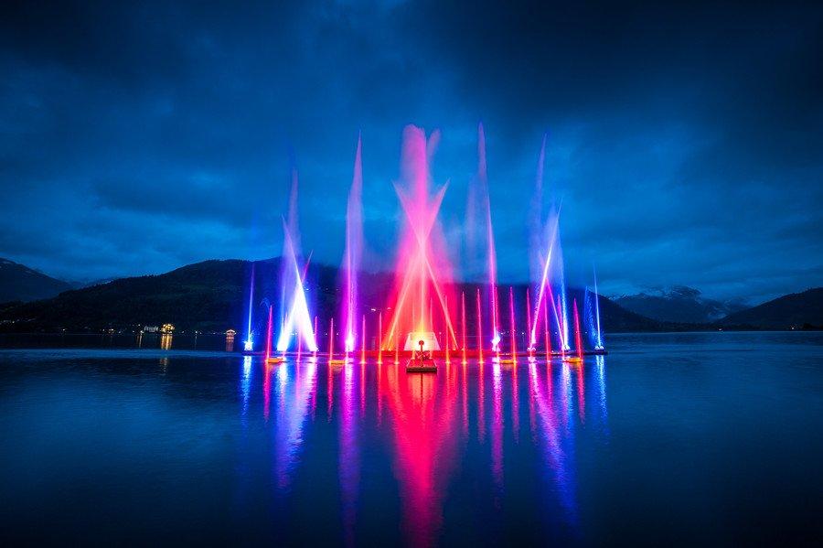 夏の夜を彩るツェル・アム・ゼーの「マジック・レイクショー」