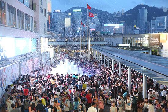 ビクトリア・ベイ(香港)を一変させた「1000万個のシャボン玉」