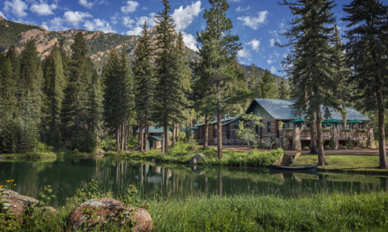 The Broadmoor_Emerald MainLodgeLake