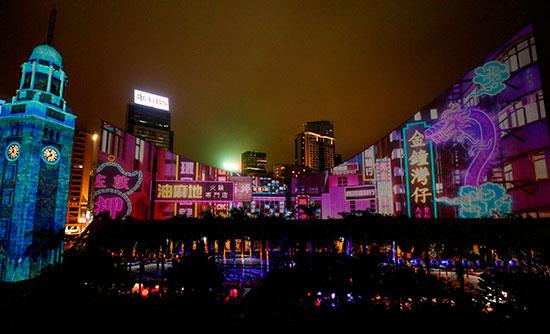 香港のクリスマスを彩る2つのライトショー