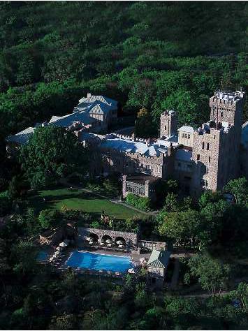 NYへ行ったら泊まってみたい!丘に佇む古城ホテル