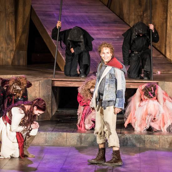 グリム兄弟の生誕地で「メルヘン劇」体験