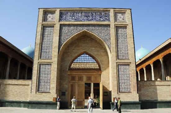 ウズベキスタン政府、日本国籍保有者の査証を緩和