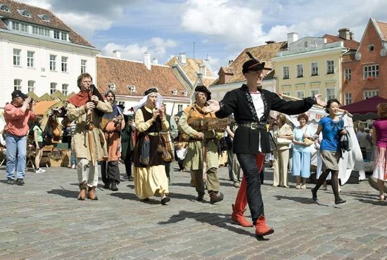 地元の人たちと一緒にツーリストも楽しめる「タリン旧市街デー」