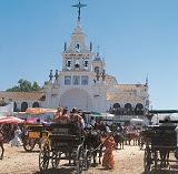 100にも上る信心会の一行が村を目指す「ロシオの巡礼祭」