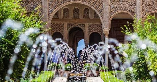 ハイシーズンは特に要注意! イスラム建築の至宝「アルハンブラ宮殿」の入場観光について