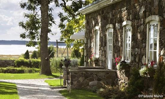夏ならランチだけの利用もOK! エストニアのおすすめマナーハウス「ペダステ・マナー」