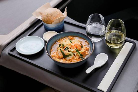 キャセイパシフィック、香港の人気料理を機内食で提供