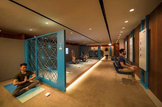 キャセイパシフィック、 香港国際空港のビジネスクラスラウンジにヨガスペースをオープン