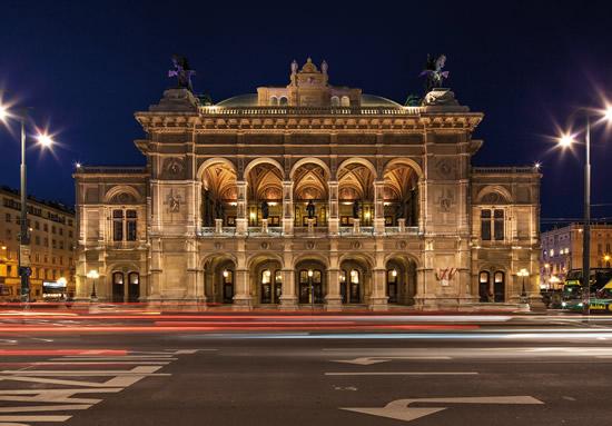 ウィーン国立オペラ座が150周年、記念プログラムにはシュトラウスの『影のない女』 カラヤン広場でもサプライズが目白押し