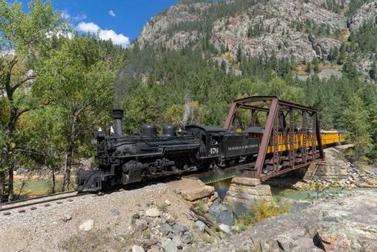 西部開拓時代にタイムスリップできるコロラドの狭軌山岳鉄道3選