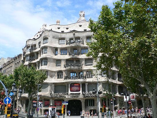 バルセロナにある7つの傑作を通じて「ガウディ」を発見!