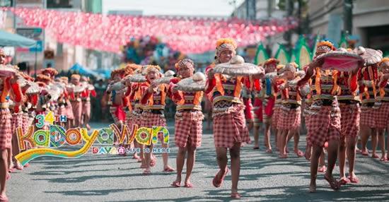 フィリピンのダバオで「カダヤワンフェスティバル」開催中