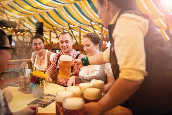 ドイツで2番目に大きいビール祭「カンシュタット民族祭り」が27日にスタート!