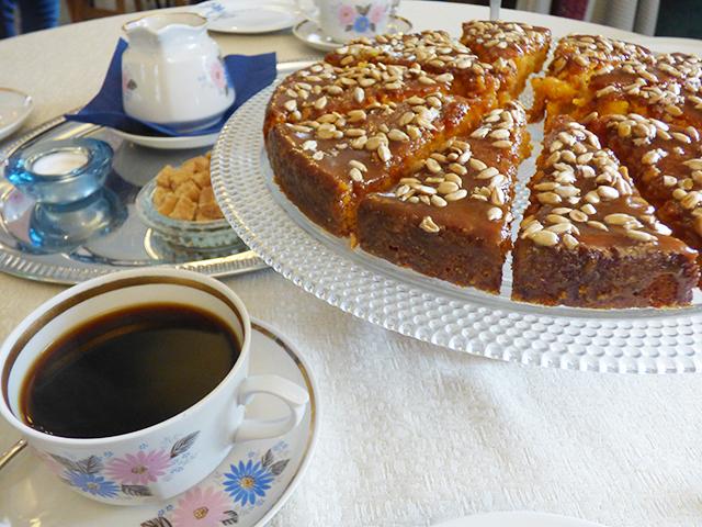 チコリのコーヒーとケーキ