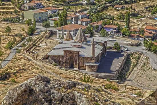 トルコが誇るユネスコ世界遺産「ディヴリーイの大モスクと病院」