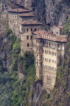 トルコ「スメラ修道院」大規模な修復作業を終え観光客受け入れを再開